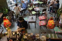 河内的咖啡文化当然路边到处都是,不过这几年空污嚴重,机车廢气对身体实在不太好. 泡咖啡馆倒是比较靠谱