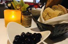 #葡国美食-修正版# Chiado这个名字源自里斯本上下城之间的一个重要文化区,在这个葡萄牙裔聚居的