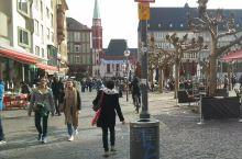 罗马广场,Römerberg,是法兰克福老城的标志、主要旅游点,也是法兰克福城市的起源之地。 罗马广