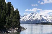 大提顿国家森林公园。这里有雪山、湖泊、森林、峡谷、草地,还有蓝天白云和清新的空气,如人间仙境