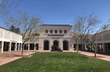 非常有特色的原住历史的博物馆哈德博物馆是位于美国亚利桑那州凤凰城的美术馆,主要收藏展示与美国原住民有