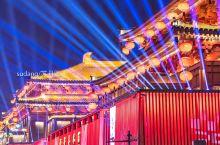 最中国的西安年,万方来朝,宾客如云。虽不见满城金甲的征战武士,但夜夜笙歌的勾栏瓦肆和琳琅满目的文创市