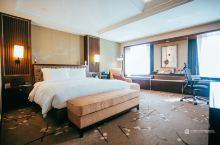 重庆的住宿可不止解放碑一个选择 这次入住的是位于观音桥商圈的江北希尔顿逸林酒店,观音桥是重庆最为年轻