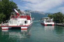 【安纳西湖】 我们围着日内瓦湖游览了拉澳葡萄园梯田、西庸城堡、蒙特勒之后,转到日内瓦湖法国一侧(法国
