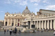 梵蒂冈,全世界最小的国家,圣彼得堡大教堂是世界第一大教堂,也是一个集建筑,雕像,绘画的艺术殿堂。(据
