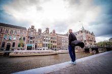 每年,我们一家四口都会有family trip;今年欧洲游第一站,荷兰! 在这个、小木鞋,,运河游船
