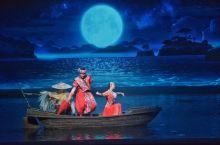 一生必看的表演 桂林千古情 大型演出《桂林千古情》集舞台剧、歌曲、舞蹈、杂技等艺术形式与一体,全剧分