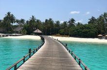 马尔代夫小众岛——伊露岛 伊露岛是#马尔代夫#的一个小众岛,属于亲子友好型度假村。具体表现在以下几点