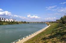 去到海南,成都人只知道三亚,其实依山傍水还有海的乐东县也是让人流连忘返的佳地