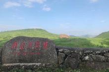 南山牧场位于湖南省邵阳市城步县城西南八十千[微笑]米处,属雪峰山脉南段。牧场拥有大面积连片天然草山,