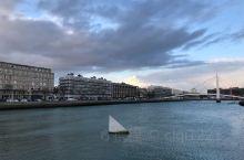 """以""""巴黎外港""""-重要的航运地位而著称"""