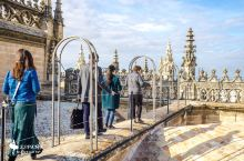 塞维利亚主教堂屋顶导览 跟随导览工作人员绕过哥伦布墓,从一个小门进入,爬过一人可行的螺旋楼梯可以到达