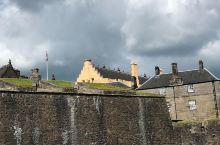 风景美如画,你愿来否?              【斯特灵城堡】坐落于【斯特灵老城之中高77米的悬崖