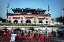 """当前藏传佛教的领导教派""""黄教圣地""""—-塔尔寺,规模宏大、佛事鼎盛。"""