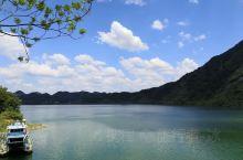 周末去漂流,经杭州市桐庐县,沿分水江而行,这是钱塘江上游的一条支流,山清水秀,正好有一处观景台,下来