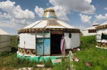 呼和浩特-希拉穆仁草原一日游 翻越大青山就到达了离呼市最近的草原 希拉穆仁 推荐的玩法是晚上住蒙古包