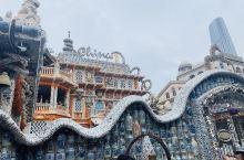 瓷房子位于天津市和平区赤峰道72号,它是一幢举世无双的建筑,它的前身是历经百年的法式老洋楼,它的今生