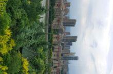 河道旁,植被好,风景好, 有个庭楼,可以看到整个景区和附近风貌