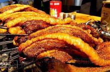 国庆假日逛逛县衙门,竟然在附近看见了美食一条街,这个烤肉瞬间入了我眼,看着太诱人啦,赶紧买来尝尝,肉
