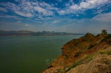 刘家峡水库,位于黄河上游,甘肃临夏永靖县/城西南1公里处,距兰州市75公里,是第一个五年计划期间,中