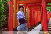 比起京都伏见稻荷神社的鸟居,想看不买门票人又少的,来根津神社就可以了。  根津神社是谷根千一带最古老