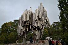 芬兰赫尔辛基,印象最深刻的,还是西贝柳斯公园。这座公园专门为芬兰的大音乐家西贝柳斯而建。他的交响乐曲