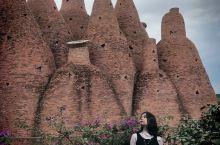 """东风韵艺术小镇被称为滇中的""""普罗旺斯"""",位于红河哈尼族彝族自治州的弥勒市。是一个集生态农业,艺术文化"""