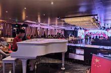 世纪传奇号邮轮 自助餐丰富 工作人员特别亲切 态度超好 每天每晚都有节目 船上的游客以为我之前是船上