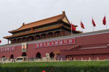 游览了北京天安门,太庙,中山公园,景山公园,劳动人民文化宫等风景名胜。
