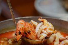 每次出去旅行都要制订长长的美食菜单,大多是当地的小吃或者老字号,即使口味不符合自己的饮食习惯,也会大