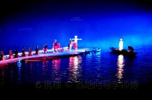 探秘最早实景山水歌舞表演秀——  《印象.刘三姐》  它是以12座山峰为和两公里漓江水域实景为背景,