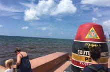岛上最南边靠海的地方有一个美国陆地最南边的标志 Southernmost Point Guest H