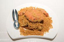到三亚旅行,当然要吃海鲜。 位于三亚亚龙湾东榕美食广场里的东榕囍家港式茶餐厅既做传统粤菜,也做海鲜加