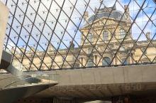 誉为世界三大博物馆之一,果然名不虚传。外在的建筑富丽,内里典藏韵华美的。让入内旅客体验近代大帝国的丰