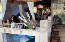 在中华城南区五楼,有一家装修的古风古气餐厅,让你忍俊不禁想进去一探究竟的店铺!果然没有让人失望,古典