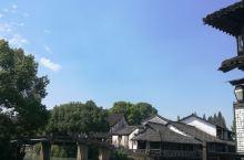 乌镇,江南水乡。西栅,乌镇之精华所在,西市河贯穿东西,小河纵横交错,数十座各异的古石桥相连接,老建筑