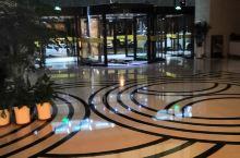 呼和浩特水木年华(阳光)大酒店位于呼和浩特市赛罕区呼伦贝尔南路9号,是一家集餐饮、住宿、会议为一体的