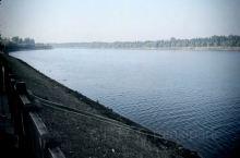 天空晴朗,空气清新。潮白河畔。