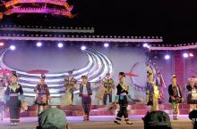 客栈多,地方不大,二到三个小时逛完,晚上的表演不可错过,凭进侗寨的门票观看。