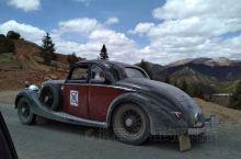 他们让我想起了英剧 唐顿庄园 自驾318 芒康到波密段途遇八国联军的老爷车队 1938年产的劳斯莱斯