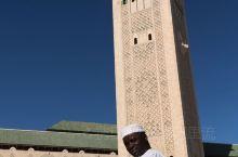 恢宏的哈桑二世清真寺坐落在伊斯兰世界最西端,其中三分之一面积建在海上,以纪念摩洛哥的阿拉伯人祖先自海
