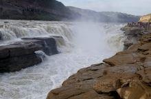 山西吉县壶口瀑布。