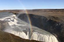 推荐理由: 冰岛初体验的黄金瀑布,雄伟壮观、波涛汹涌、一泻千里,真得看得好壮观。地形的险峻,让瀑布变