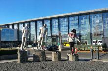 冰岛探险之旅开启!#Lading Reykjavik#   三个小时飞行,这个白色岛屿终于现身! 想