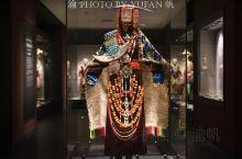 【藏族服饰】走进青海藏文化博物馆的藏族服饰展厅,只能用震撼来形容,作为历史上的游牧民族,他们把财富都