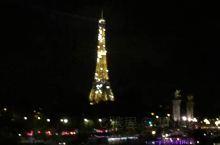 法国巴黎埃菲尔铁塔的夜景还是很美的。