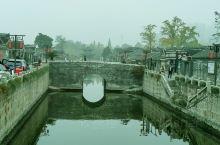 从东大街到定慧寺是如皋城区唯一的古建筑群,水绘园诉说着才子佳人的故事,东大街讲述着如皋古贤的事迹,定