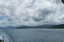 库克海峡轮渡 新西兰南北岛之间,库克海峡轮渡, 耗时三个半小时。渡轮很大,下层是汽车,甲板上面有多层