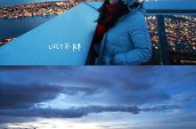 站在斯托尔斯迪乐恩山顶,领略北极圈内最大的城市特罗姆瑟  特罗姆瑟,作为挪威第七大城市,也是 挪威北