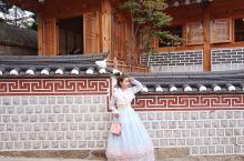 第一次穿韩服。没想到拍照那么好看!  这次去韩国一时兴起想拍套韩服。问了下我朋友去哪拍好,朋友给我推
